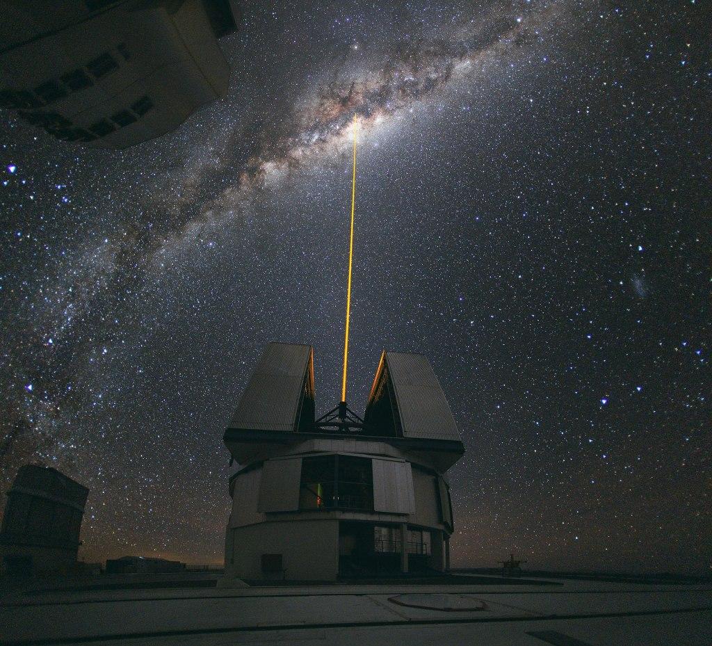 1920px-Laser_Towards_Milky_Ways_Centre