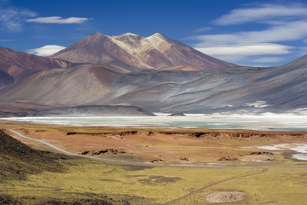 Miscanti_Lagoon_near_San_Pedro_de_Atacama_Chile_Luca_Galuzzi_2006
